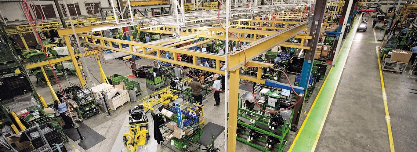 Fabryki w Augusta, kompaktowe ciągniki użytkowe, w środku