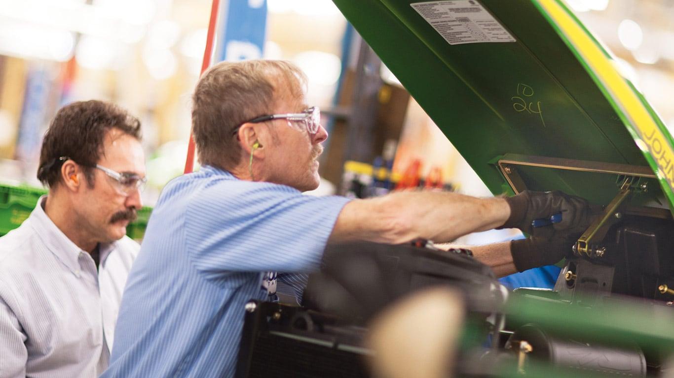 Fabryki w Augusta, kompaktowe ciągniki użytkowe, pracownicy